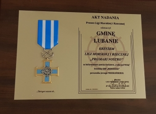 """Gmina Lubanie odznaczona Krzyżem ,,Pro Mari Nostro"""""""